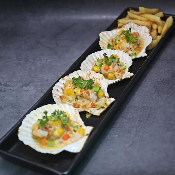 Baked Scallops with Garlic Butter & French Fries