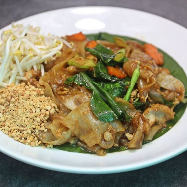 Stir-Fried Noodles with Black Soy Suace and Chicken