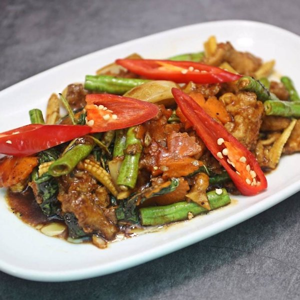 Stir-fried Chicken with basil leaves