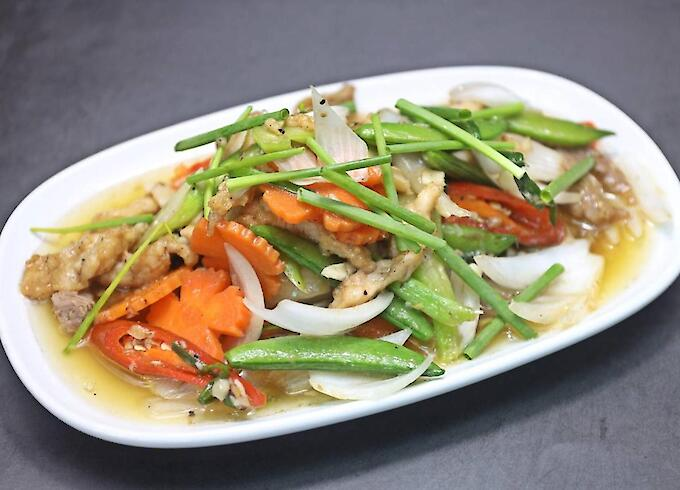 Stir-fried Crocodile with green onions