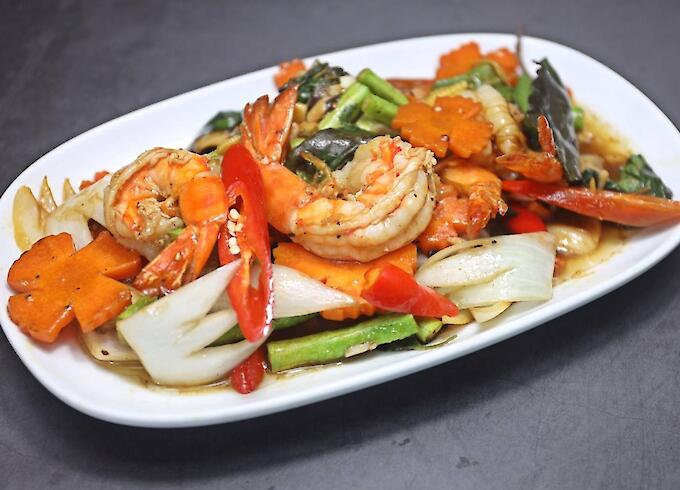 Stir-fried Prawn with basil leaves