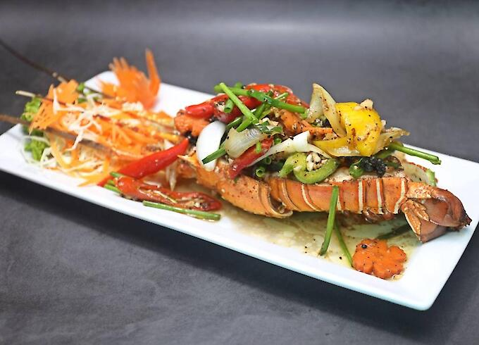 Stir-Fried Lobster with Black Pepper