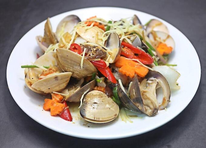 Stir-Fried Clams with Ginger