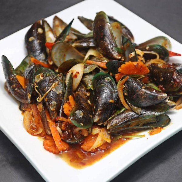 Stir-Fried Mussels with Roasted Chilli Paste