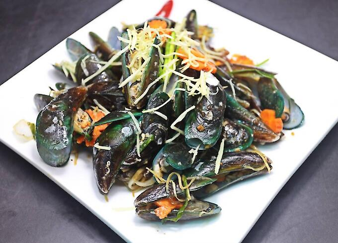 Stir-Fried Mussels with Ginger