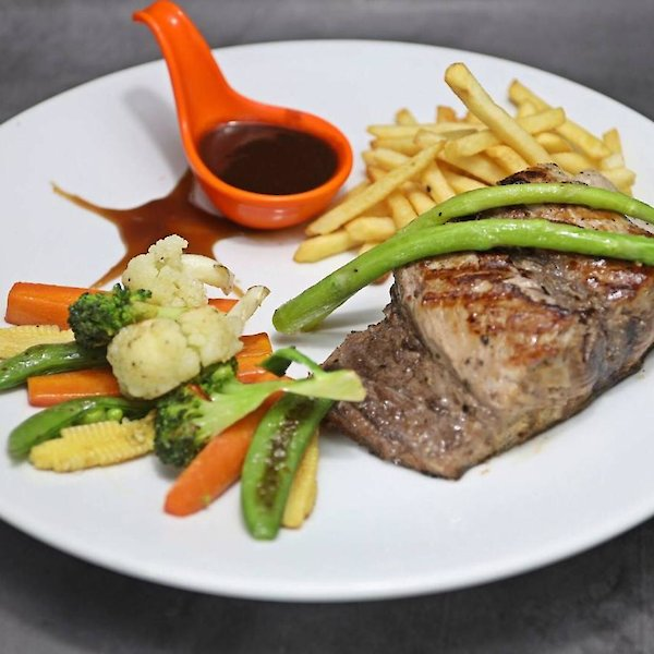 Steak Tuna & French Fries & Grilled vegetables