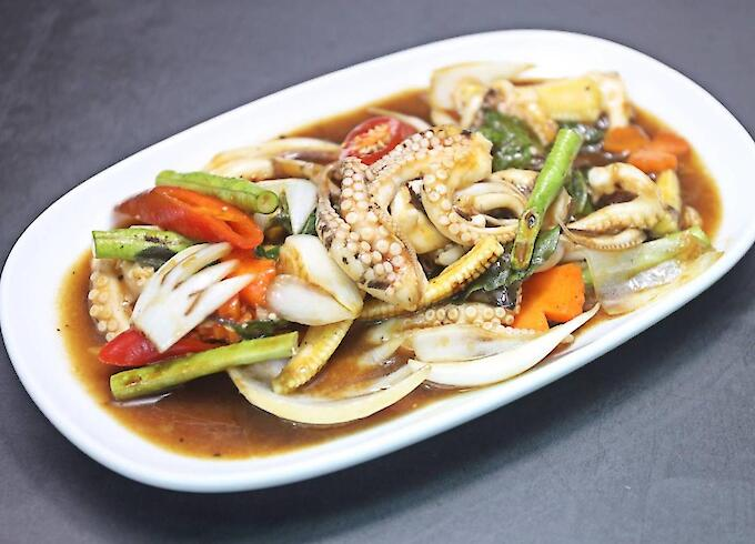 Stir-Fried Octopus with Basil Leaves