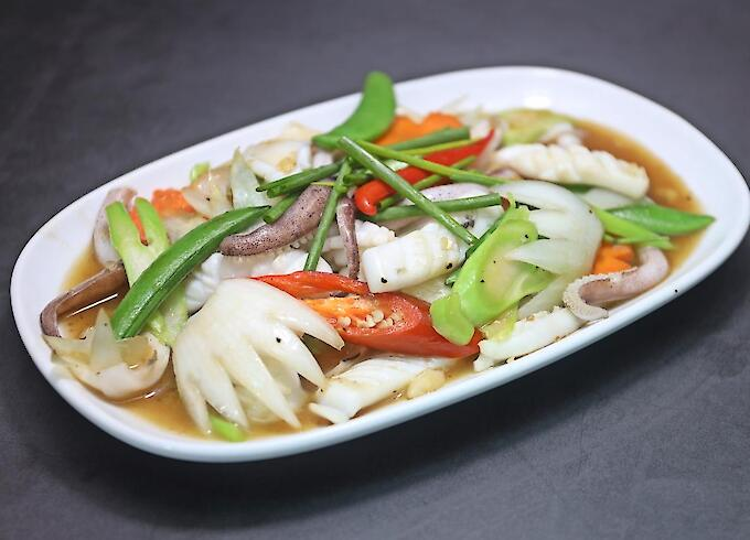 Stir-Fried Squid with Spring Onions