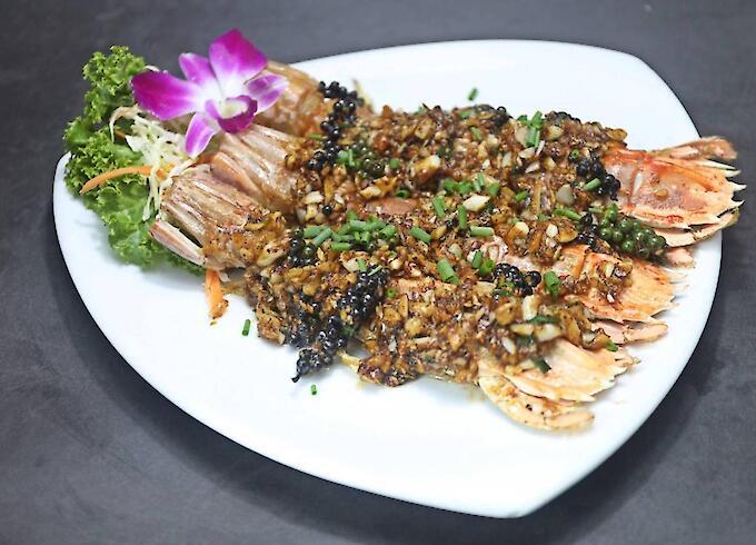 Deep-Fried Mantis Shrimp with Black Pepper
