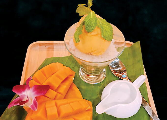 Ice cream mango sticky rice