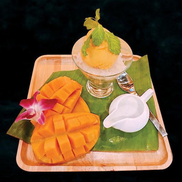Ice cream mango sticky rice